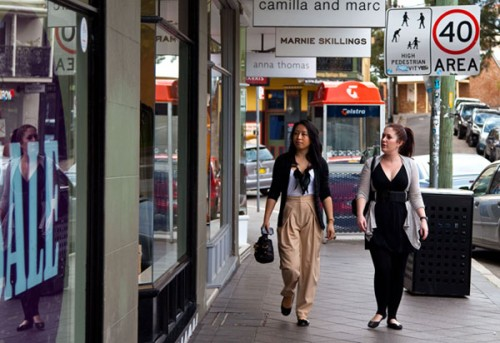 Helen Lee of SASSYBELLA.com shopping for Tourism NSW
