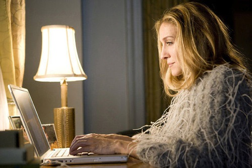 carrie-bradshaw-on-laptop