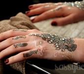 RAFW: Marnie Skillings - Henna art