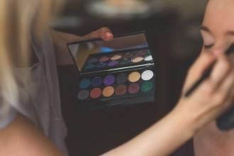 makeup-791303_1280